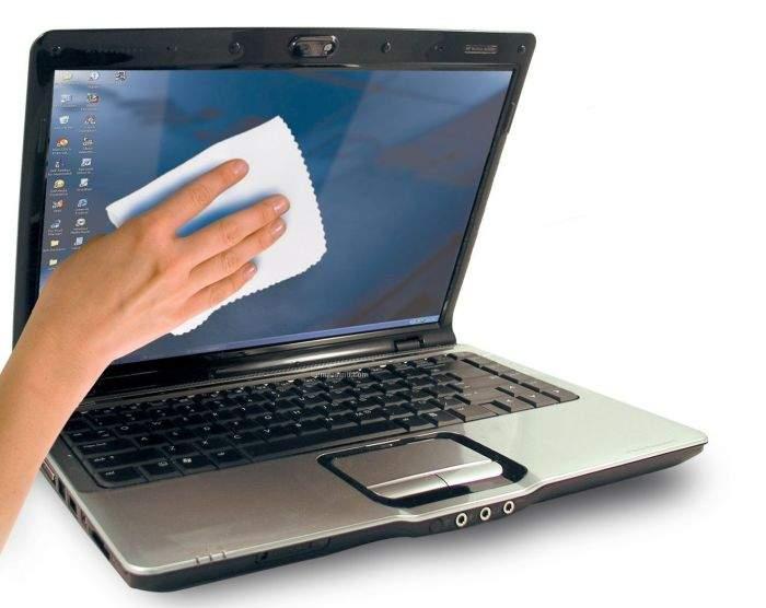 ciscenje ekrana laptopa