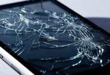 razbijeno staklo na mobitelu