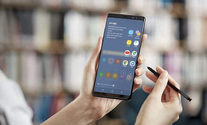 Samsung_GalaxyNote8_Lifestyle1