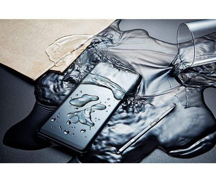 Samsung_GalaxyNote8_Lifestyle3