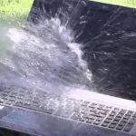 prolivena voda po laptopu
