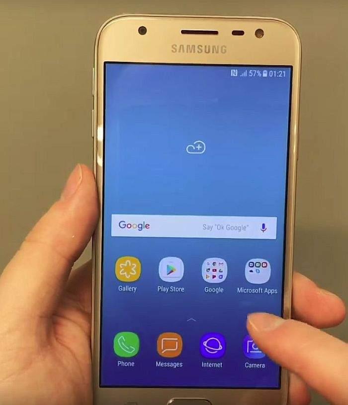 Samsung Galaxy J3 (2017) zaslon