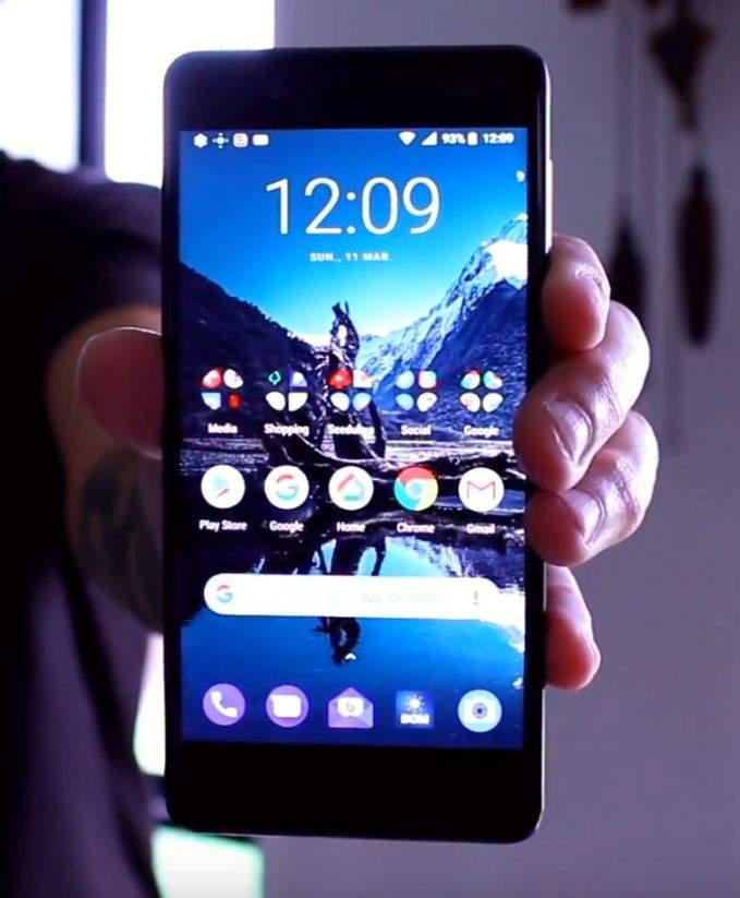 Nokia 8 zaslon