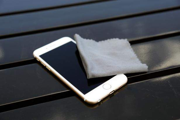 čiščenje telefona
