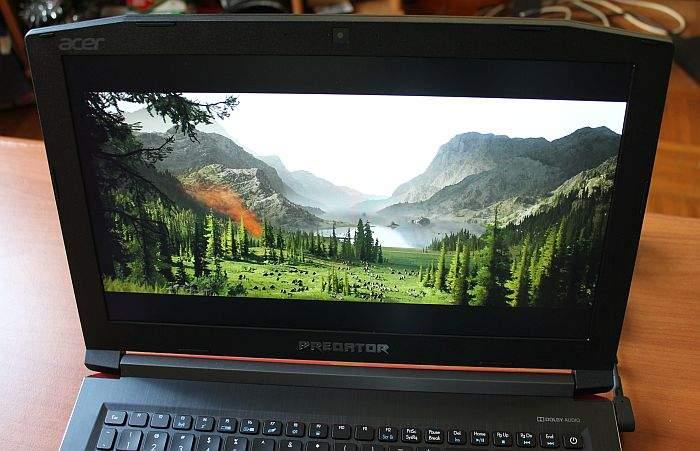 Acer Predator Helios 300 zaslon