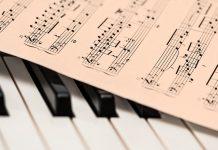 sviranje piana na pametnom telefonu sviranje