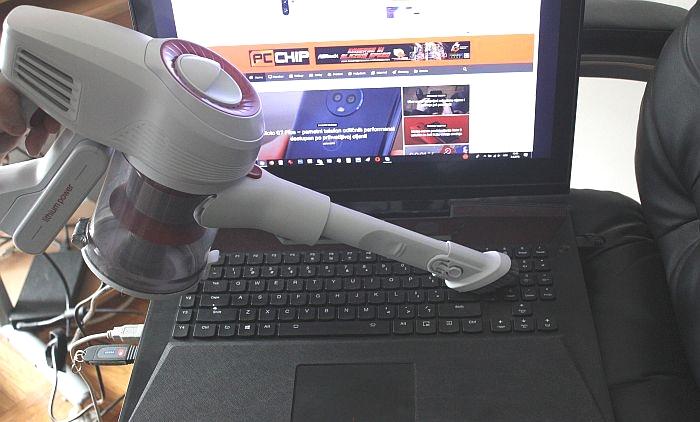 ciscenje laptopa sa bezicnim usisavacem