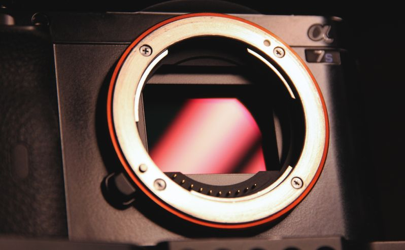 digitalni fotoaparat punog kadra