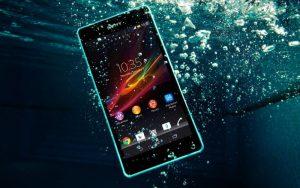 7 važnih koraka: Kako spasiti pametni telefon koji je pao u vodu ili more?